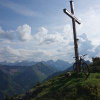 Gipfeltouren lohnen wieder nördlich des Inns, lediglich am Karwendelhauptkamm hält sich der Schnee hartnäckig.